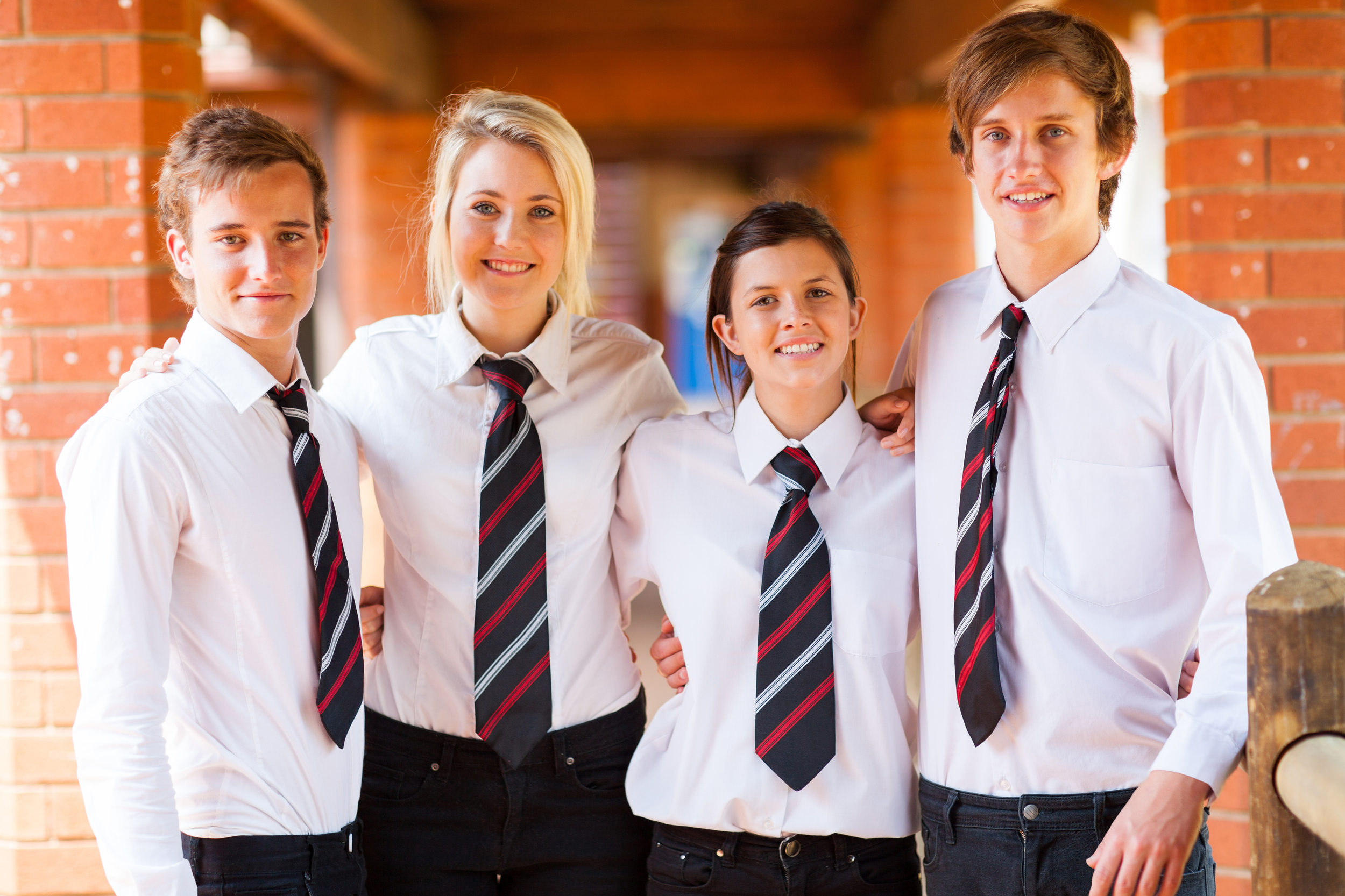 pros and cons of wearing school Here are some of the other pros and cons of school uniforms to think about list of the pros of school uniforms 1 it encourages discipline whether we like to admit it or not, most people.
