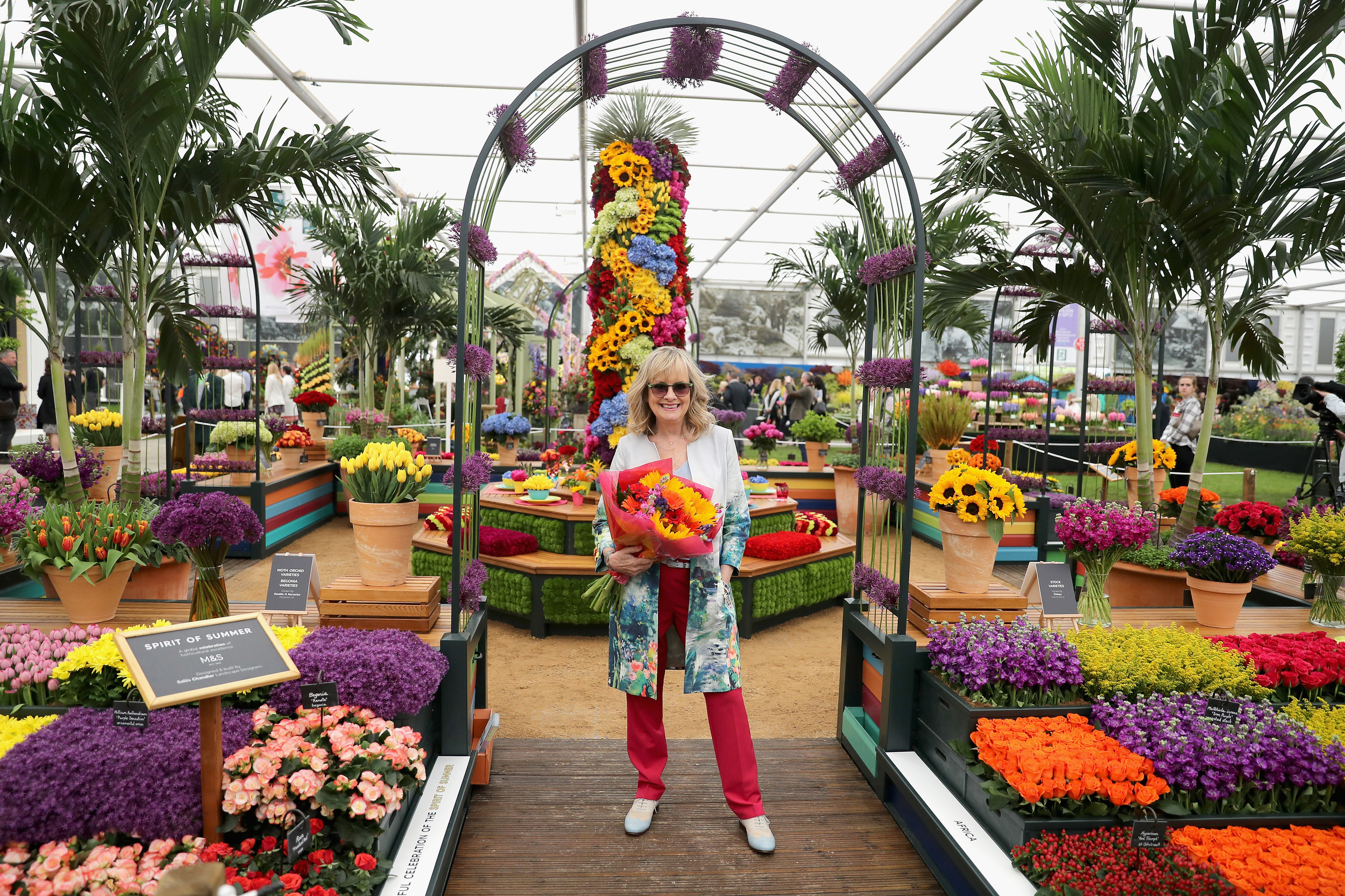 Pictures of Gwyneth Paltrow at the Chelsea Flower Show ...