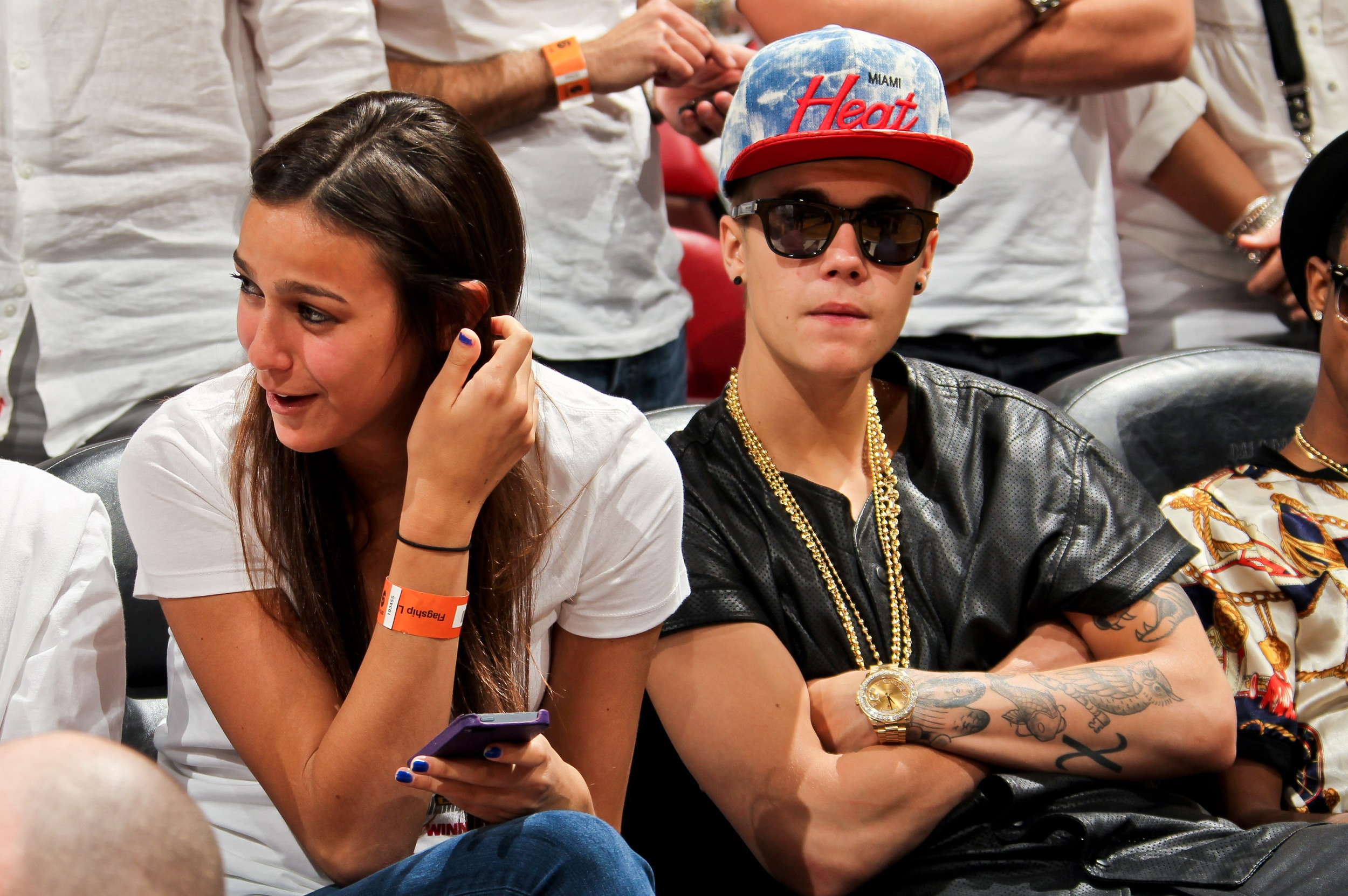 justin bieber in miami goes to nba game parties girls cambio 38 celeb sightings