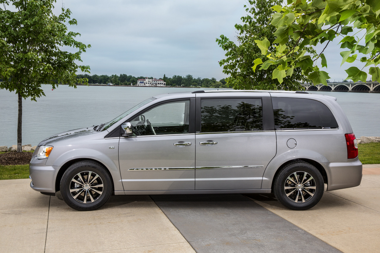 2014 chrysler town country 30th anniversary edition photo gallery autoblog. Black Bedroom Furniture Sets. Home Design Ideas