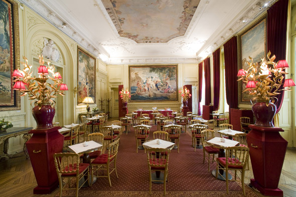 Have lunch in a Parisian mansion