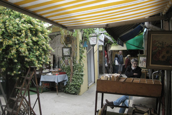 Hunt for a bargain in Les Puces de Paris