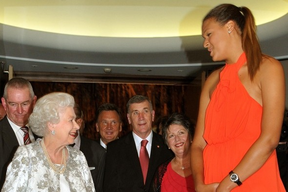 Queen in Canberra meets7ft female basketball player on Australia trip