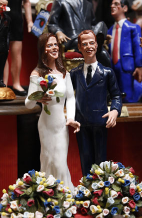 Kate and Will figurines (at least, we <i>think</i> that's who they're meant to be...)