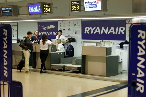 Airport Staff Earn 50p For Each Ryanair Passenger caught