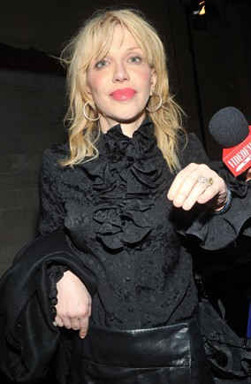 Courtney Love ticked off by cabin crew