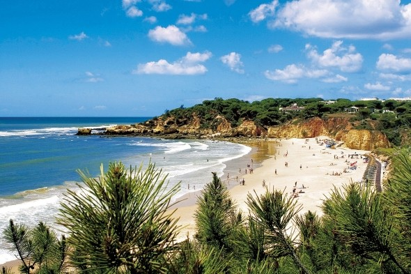 Enjoy the Algarve with a free child place