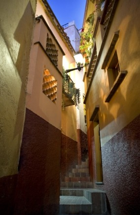 Callejon del Beso (The Alley of the Kiss), Mexico
