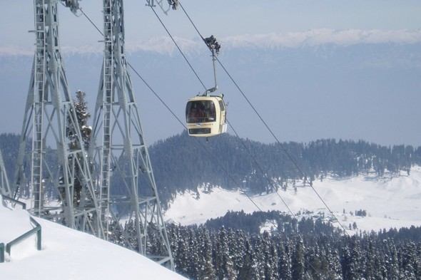 Go up in the world's highest gondola lift in Kashmir