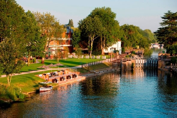Save 35 per cent on a River Thames family break