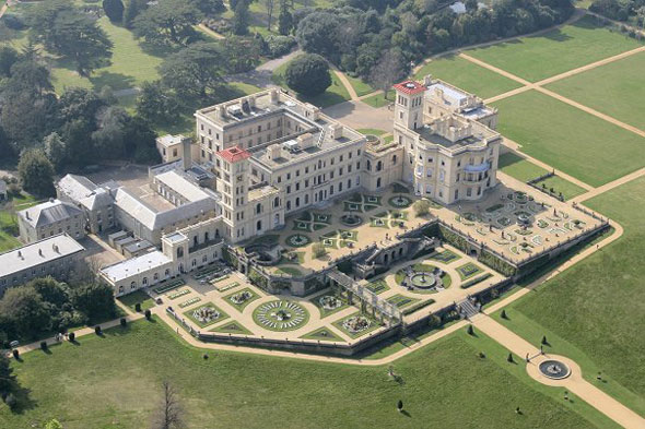 Do you know the name of Queen Victoria's holiday home on the  Isle of Wight?