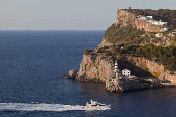 Ten spectacular cliff-top hotels, hotels on cliffs