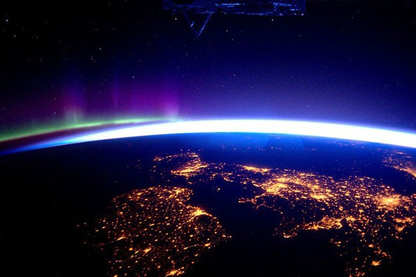 Best holiday snaps ever: Astronaut tweets amazing views from space