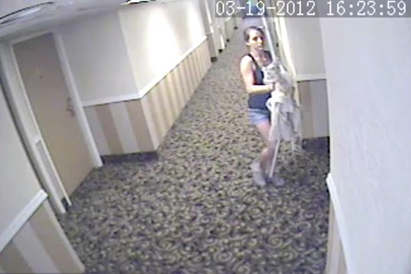 Woman caught on camera stealing ENTIRE hotel room