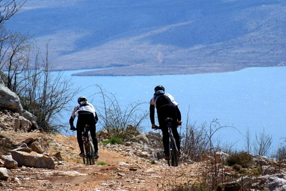 See the lush landscape of Pag by bike