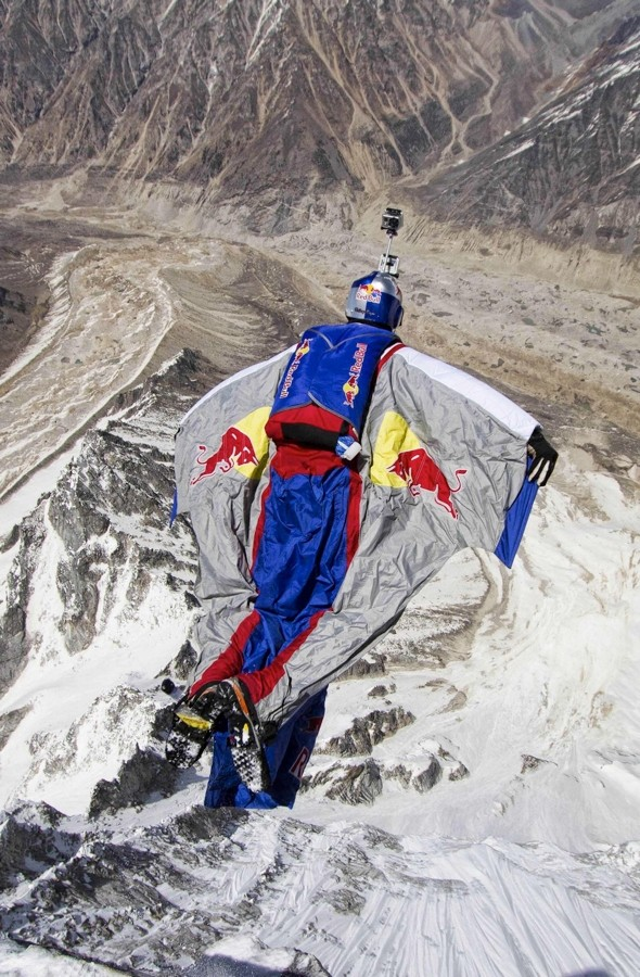 Video: Base jumper sets new world record in Indian Himalayas
