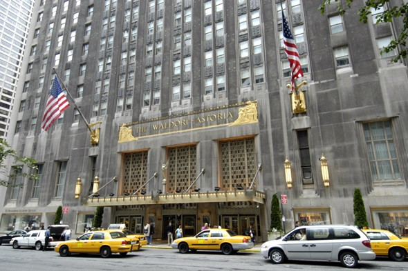 Waldorf-Astoria hotel asks guests to return stolen goods