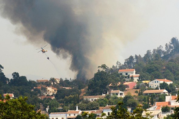 Forest fires rage in the Algarve