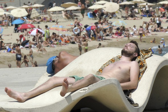 Cheaper summer holidays for Brits as euro hits lowest rate for four years