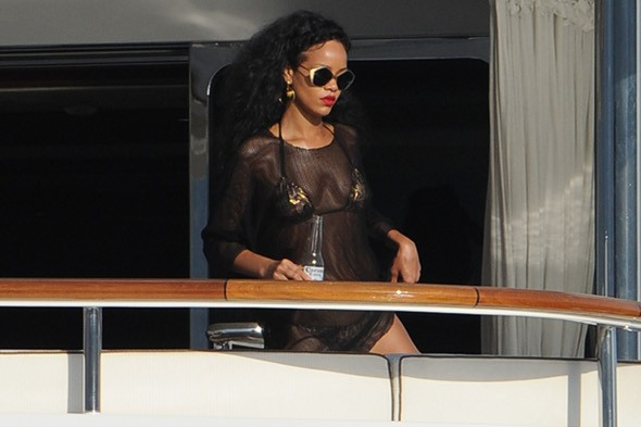 Police tell Rihanna to turn down the music on her yacht