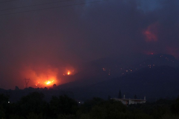 Forest fires rage in Greece