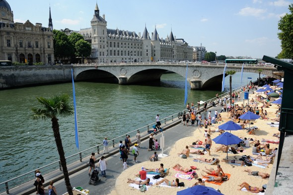 Sunbathers in Paris face jail for showing private parts