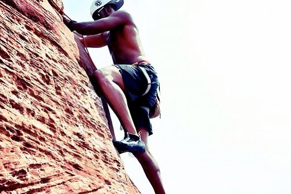 Lewis Hamilton shows off rock climbing skills in Colorado