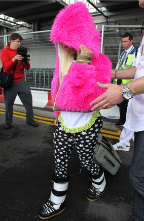 Which singer wore bright pink while hiding at Heathrow?