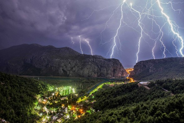 In pictures: Lighting storm in Split, Croatia