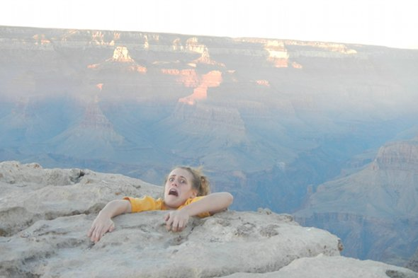 Woman terrifies her mother with Grand Canyon prank photo