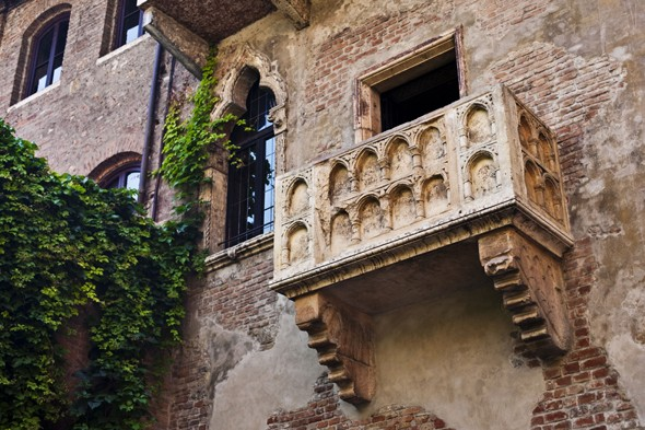 Tourists in Verona facing £400 fines for leaving love notes beneath Juliet's balcony