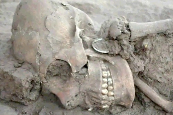 Video: Archaeologists discover 1,000-year-old 'alien' skull in Mexico