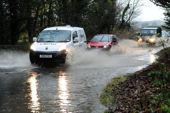 Heavy rain and floods to follow freezing fog