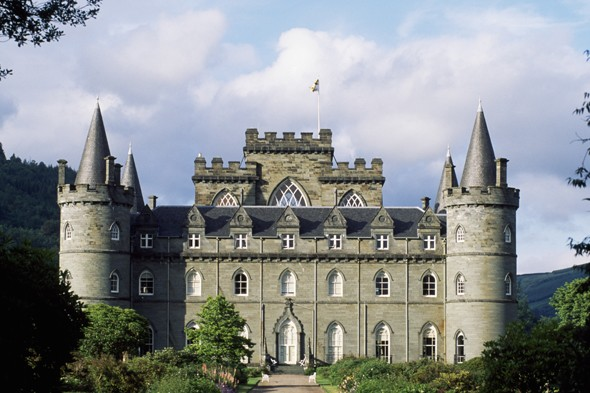 English manor house swapped for scottish castle in downton for Scottish highland castle house plans