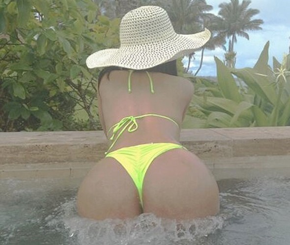 Cheek! Nicki Minaj tweets rear-ly racy holiday pics