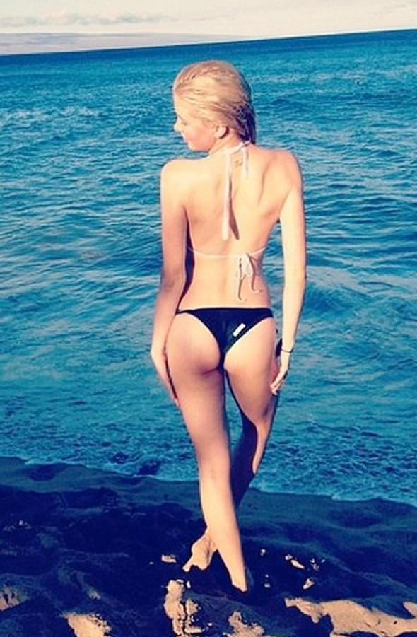 Alec Baldwin's daughter Ireland posts racy beach pic online