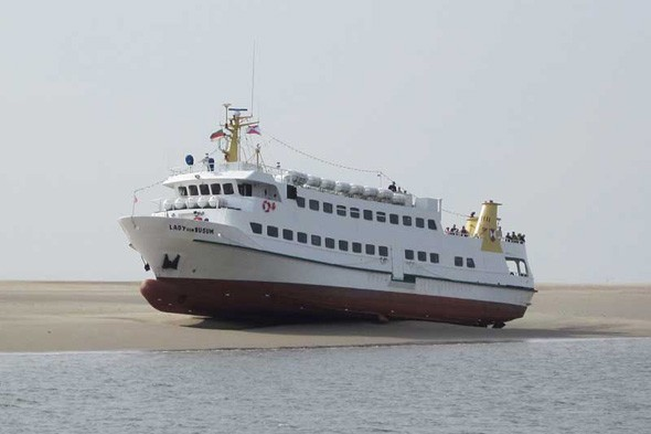 136 Passengers Stranded As Cruise Ship Runs Aground Aol
