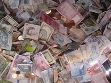 Banknotes from around the world (Wikipedia)