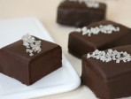A Chocoholic's Guide to Wedding Favors