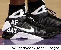 Mickael Pietrus honors the victimes of Flight 447 with his shoes.