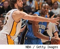 Pau Gasol guards Dwight Howard