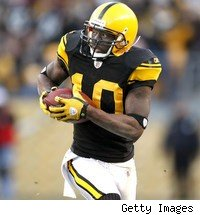 Santonio Holmes apparentlty wasn't finished watching the movie on his iPod when the flight attendants told him he had to turn it off. Don't you hate that?