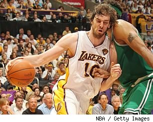 Pau Gasol drives on Rasheed Wallace