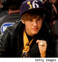 Justin Bieber wears Lakers 2010 championship ring