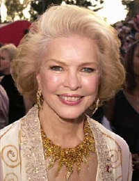 Ellen Burstyn on the red carpet