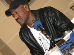 Delroy Lindo, slanted