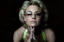 Kelly Carlson as