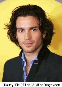 Santiago Cabrera