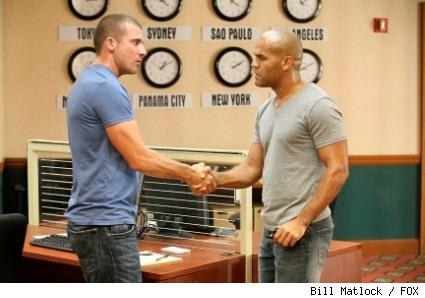 Lincoln (Dominic Purcell, L) and Sucre (Amaury Nolasco, R) solidify an exit strategy.