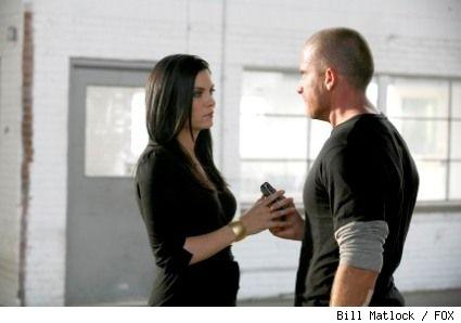 Susan B. (Jodi Lyn O'Keefe, L) demands escape details from Lincoln (Dominic Purcell, R) in Prison Break on FOX.